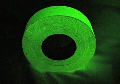 Hosszan utánvilágító / foszforeszkáló általános felületű csúszásgátló szalag